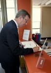 Mayor Signs Guest Book 27 June 2011 / Le maire signe le livre des invités le 27 juin 2011